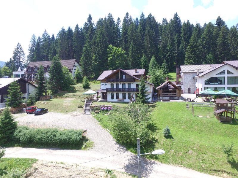 Exteriorul Casei Verde Voronet