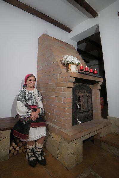 Fata imbracata traditional langa soba